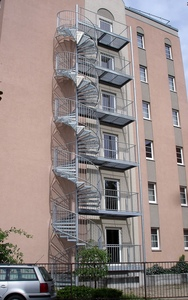 Fluchttreppe über 5 Geschosse an einem Hotel in Cottbus