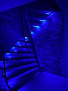 Treppe in stimmungsvollen Lichtvariationen