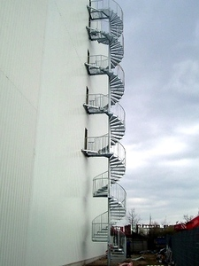 Fluchttreppe an einer Lagerhalle in Berlin, Höhe 22m