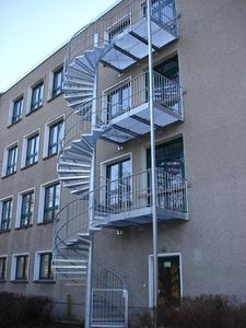 Fluchttreppe über 3 Geschosse in Potsdam